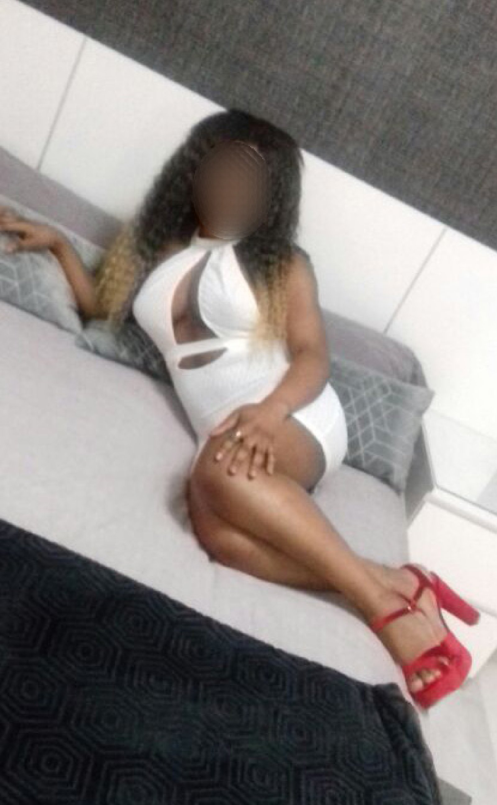 Lovely exclusive Nigerian girl, luxury escort based in Granada. Amira Imagen